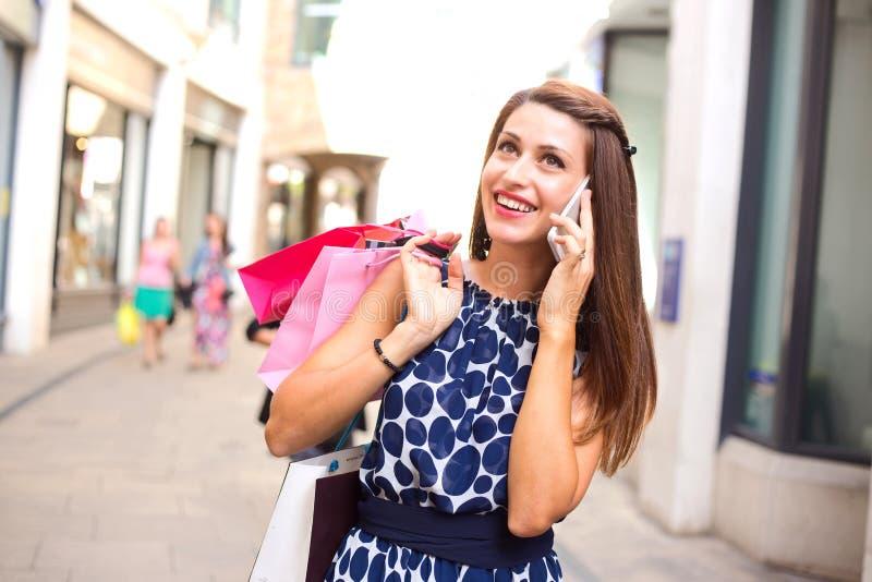 Покупки и телефонный звонок стоковое фото rf