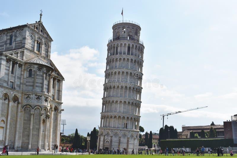 Полагаясь башня взгляда @ Италии Пизы более близкого стоковое изображение