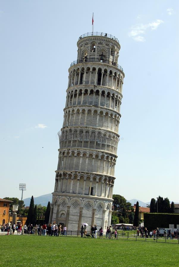 полагаясь башня pisa стоковые фотографии rf