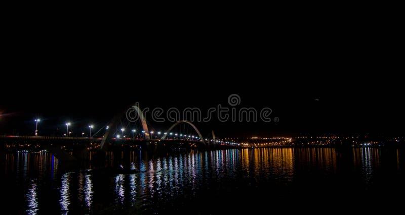 Полет за мост JK, культурное наследие Бразилии стоковая фотография rf