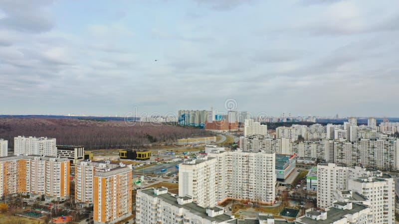 Полет над Москвой, снимая с воздухом, взгляд трутня, южный район Москвы стоковое фото rf