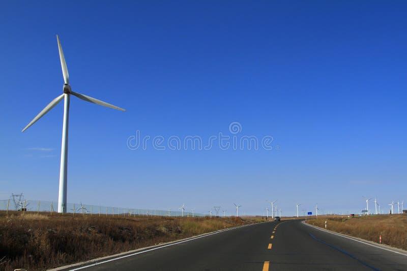 Поле ветротурбин стоковое изображение rf
