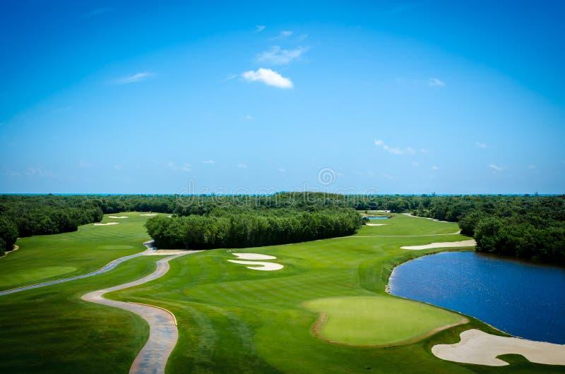 Поле для гольфа расположенное в мексиканских Вест-Инди стоковые фото