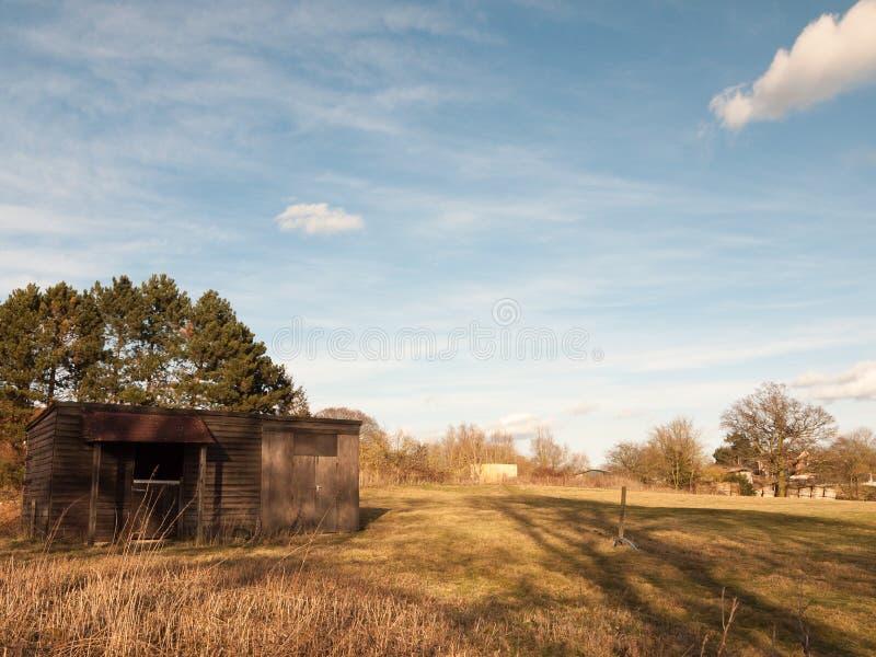 поле фермы снаружи с полинянным земледелием природы пустым стоковое фото rf