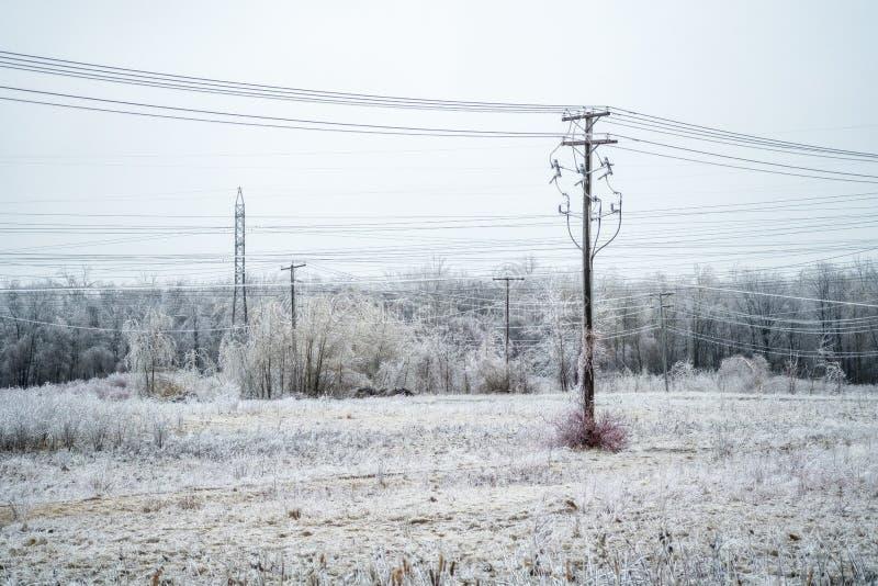 Поле электропитания с замерзающим дождем стоковая фотография rf