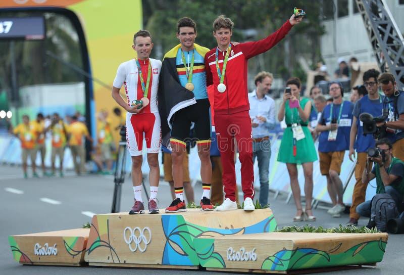 ПОЛИТИК l Rafal Majka, олимпийский чемпион Грег Van Avermaet БЕЛ и ВЕРТЕП Jakob Fuglsang во время церемонии медали задействуя дор стоковое фото