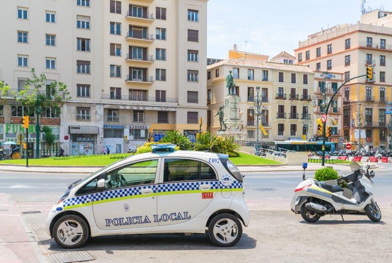 Полицейская машина и самокат припарковали на площади de Ла Марине стоковая фотография
