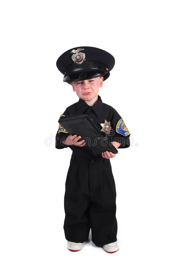 полиции офицера удерживания книги снабжают несчастное билетами стоковая фотография rf