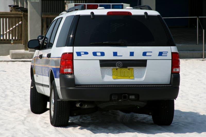 полиции пляжа припаркованные автомобилем песочные стоковые изображения
