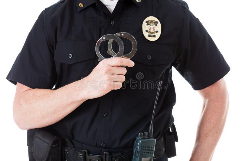 Полиция: Анонимный офицер с наручниками стоковое изображение