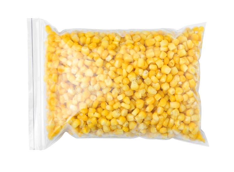 Полиэтиленовый пакет с замороженной мозолью на белой предпосылке Vegetable консервация стоковые изображения