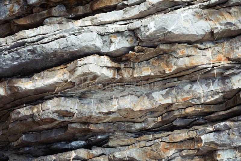 Полная гора рамки наслоила конец-вверх текстуры утеса каменный стоковые изображения