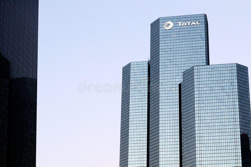 Полная оборона Париж Ла башни нефтяной компании размещает штаб в Courbevoie, Франции стоковое фото rf