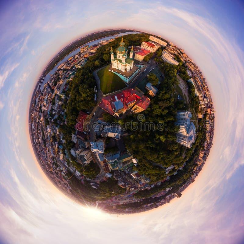 Полная панорама вида с воздуха 360 градусов Эндрью города Киева, ` s St Andrew спуска ` s церков, и исторической части  стоковое изображение