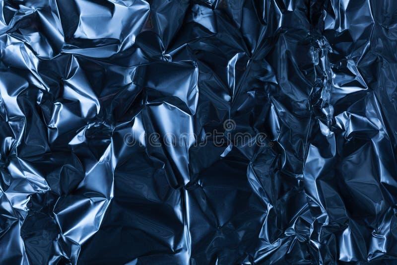 Полное взятие рамки листа скомканной синей алюминиевой фольги стоковая фотография rf