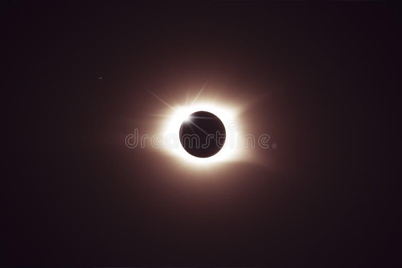 Полное затмение солнца стоковое изображение