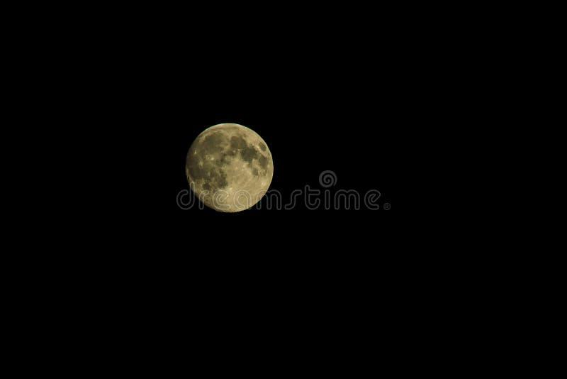 Полнолуние, большая луна в черном небе стоковое фото rf