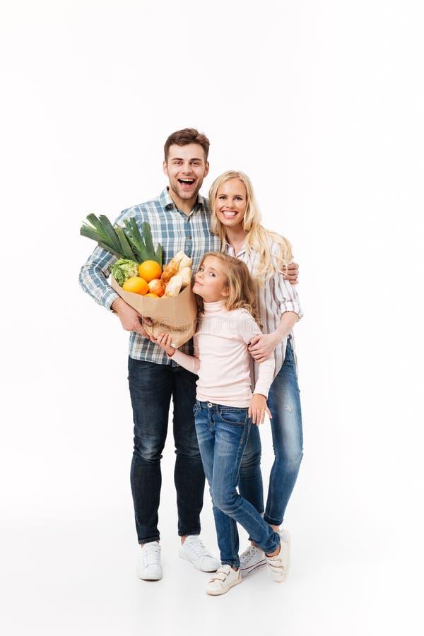 Полнометражный портрет жизнерадостной семьи стоковые фото