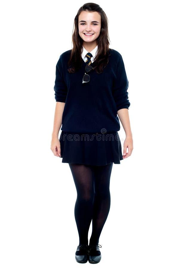 Полнометражный портрет милой девушки стоковое фото rf