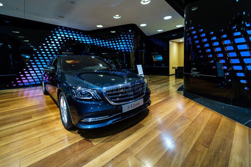 Полноразмерная роскошная подтяжка лица S-класса S350d W222 Мерседес-Benz автомобиля стоковое изображение