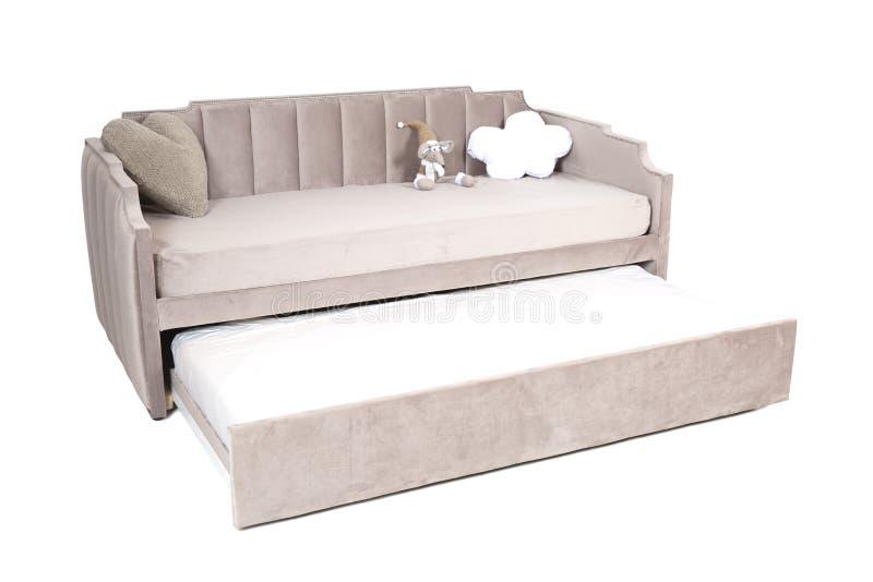 Полноразмерная складывая ткань диван-кровати русая с объемом запоминающего устройства, изолированным на белой предпосылке стоковые фотографии rf