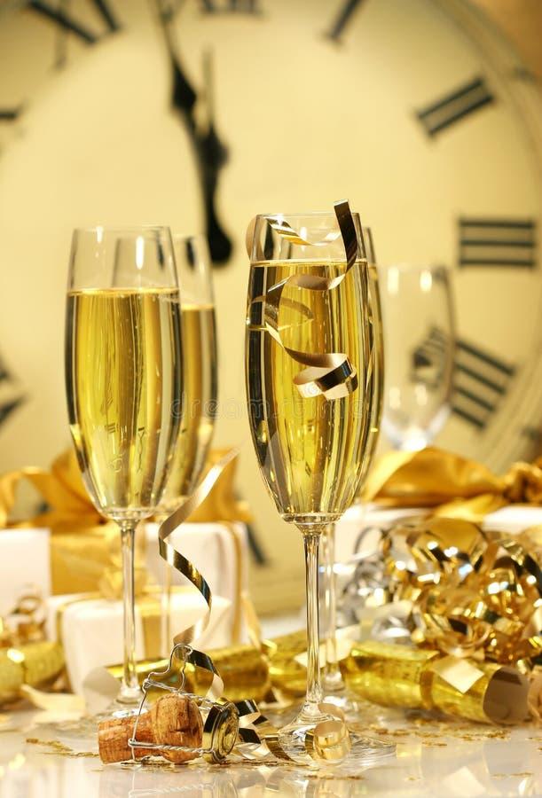 полночь шампанского новая стоковое изображение rf