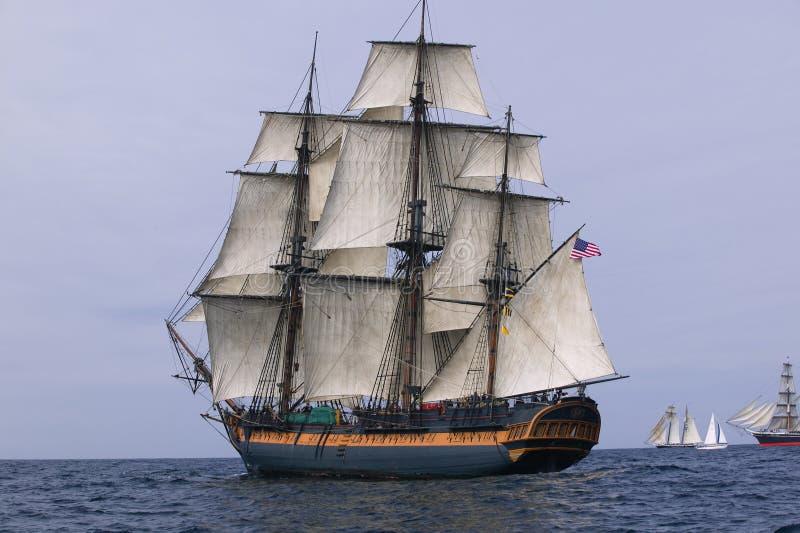 полный сярприз моря sailing ветрила hms вниз стоковая фотография rf