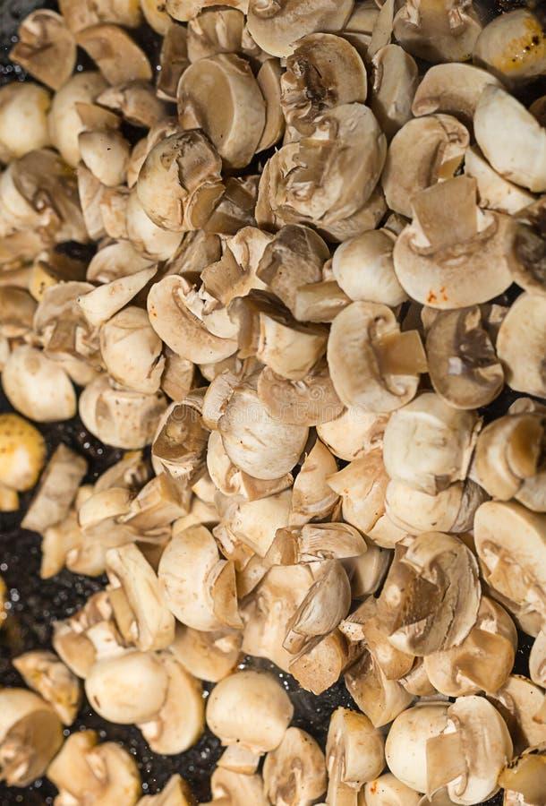 Половина Champignons всего чулка основания предпосылки гриба еды перед варить стоковые изображения rf