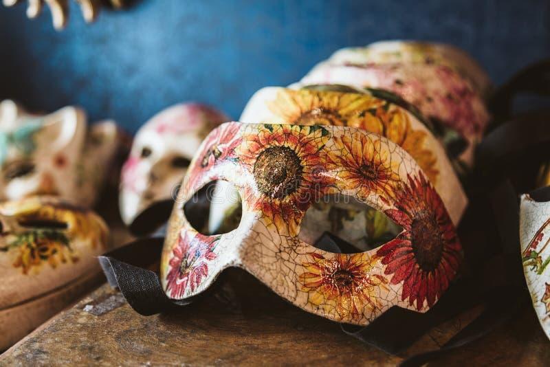 Половинная венецианская маска стоковые изображения rf