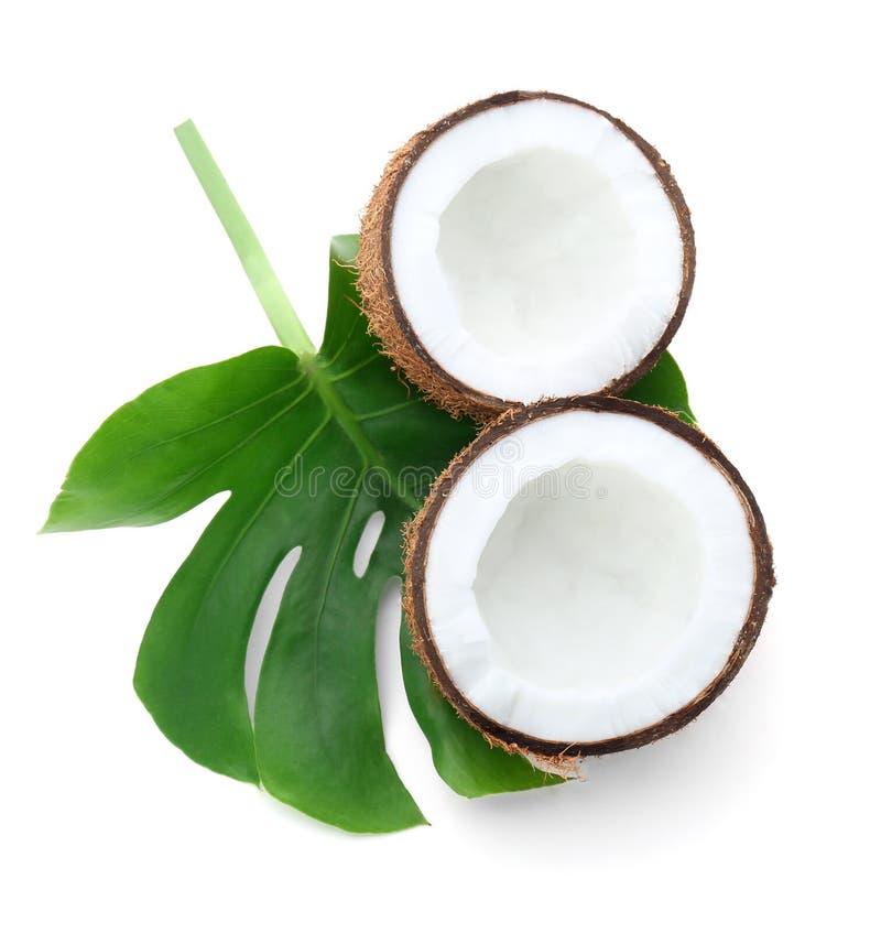 Половины кокоса с лист стоковые изображения rf