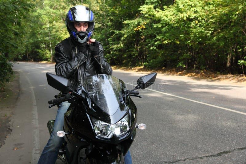 положение дороги motorcyclist стоковые фотографии rf