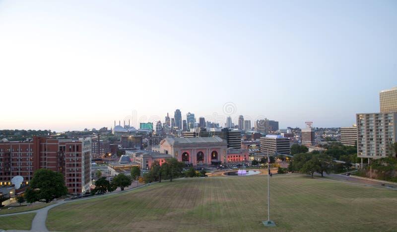 Положение США Миссури взгляда захода солнца Kansas City городское стоковое изображение