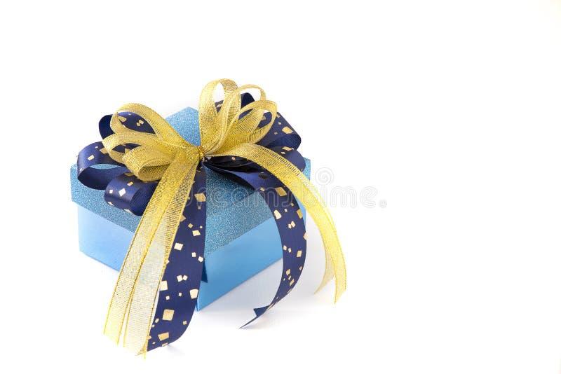 положенный в коробку подарок стоковые изображения rf