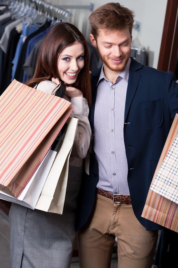 Положительная пара в магазине Стоковые Фото