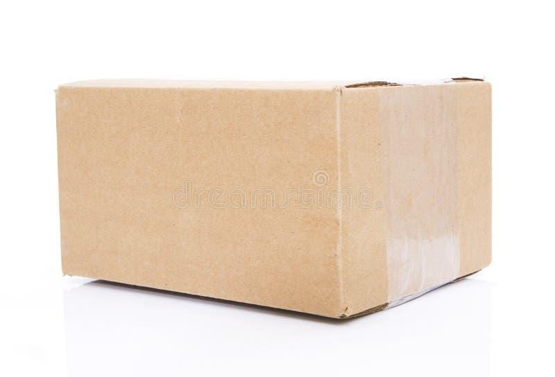 положите изолированное закрытое в коробку стоковые фото