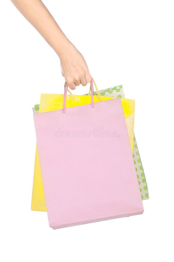положите покупку в мешки владением руки стоковое изображение rf