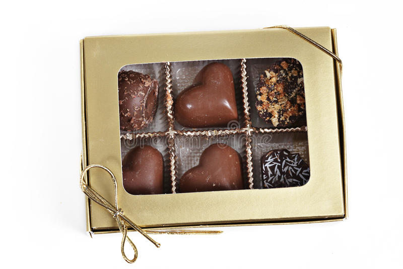 положите шоколады в коробку стоковое фото