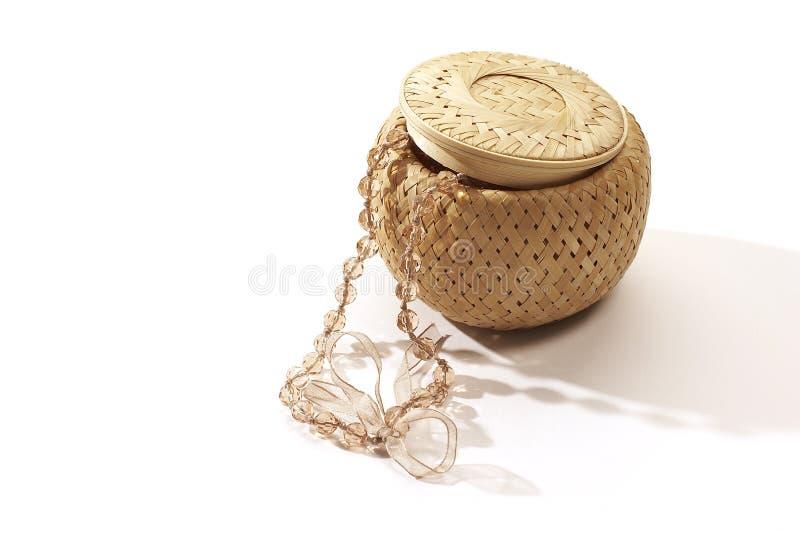 положите jewellery в коробку стоковая фотография
