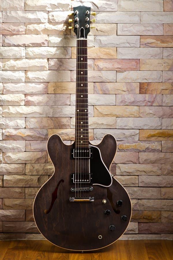 полость гитары semi стоковые изображения