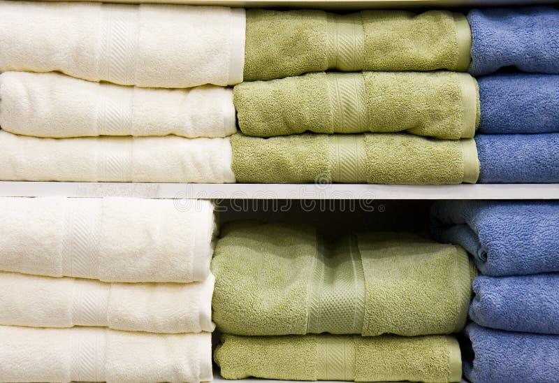 полотенца голубого зеленого цвета белые стоковые изображения rf