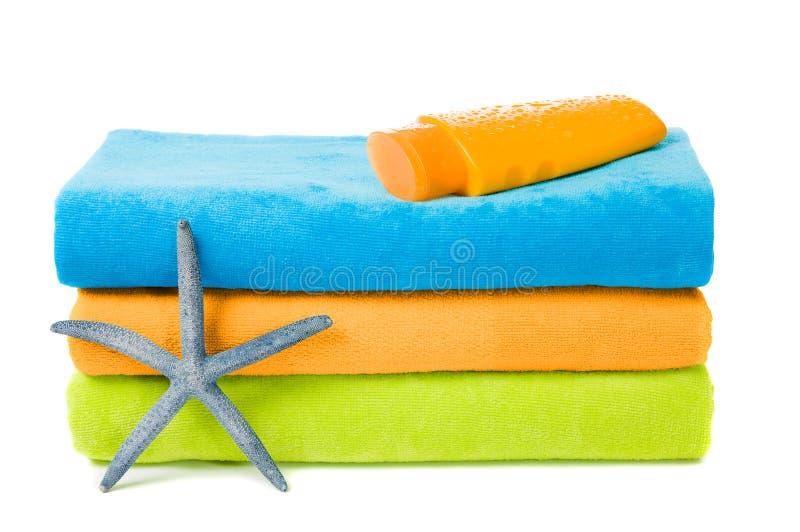 полотенца пляжа цветастые стоковое изображение