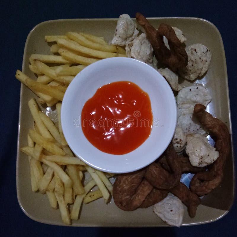 Полуночный Snacking стоковое изображение