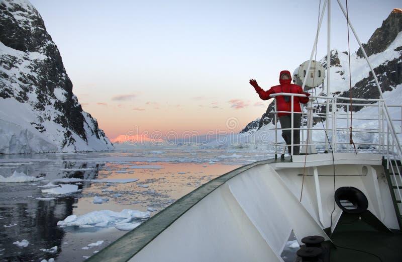Полуночный Sun в Антарктике стоковые фотографии rf