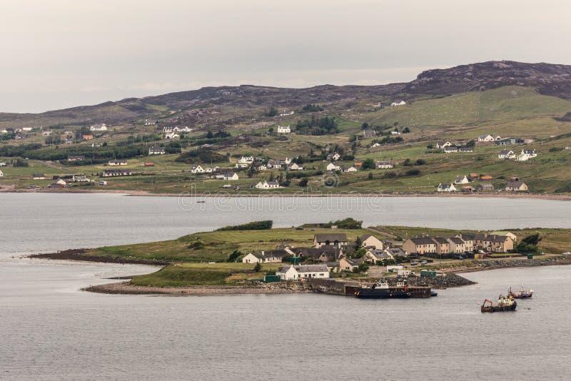 Полуостров гавани Aultbea в овце озера, NW Шотландии стоковые фото