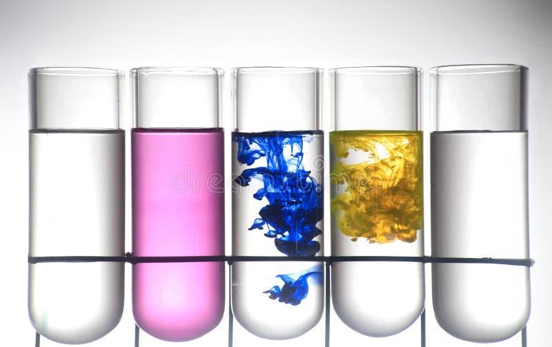 получатель чернил цвета химии стоковая фотография rf