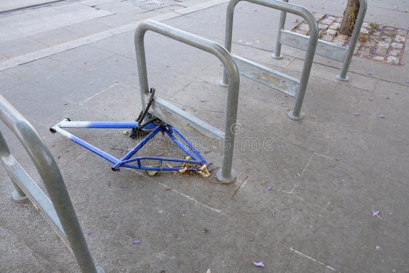 Получившаяся отказ и обнажанная рамка велосипеда стоковое фото