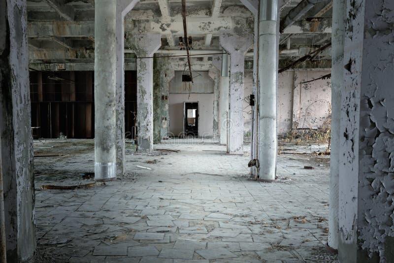 Получившаяся отказ промышленная зала в фабрике на Чернобыль стоковые фото