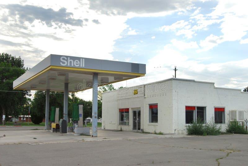 Получившаяся отказ сельская бензоколонка стоковое фото rf