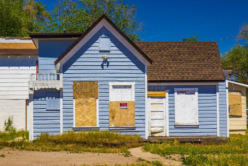 Получившаяся отказ старая одному дому рассказа с всходить на борт вверх по Windows стоковые изображения