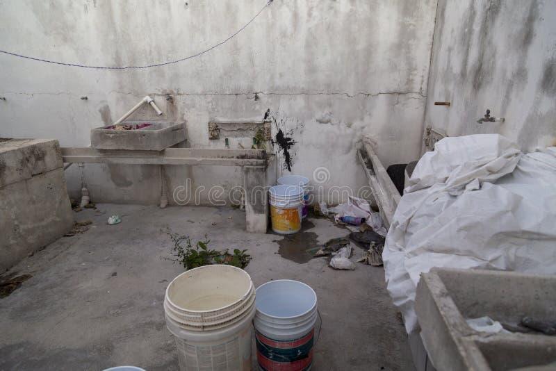 получившееся отказ здание покинутый, México стоковое фото